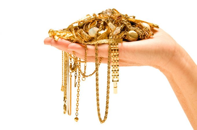 4 Questions To Ask Before Selling Your Unwanted Gold jewellery