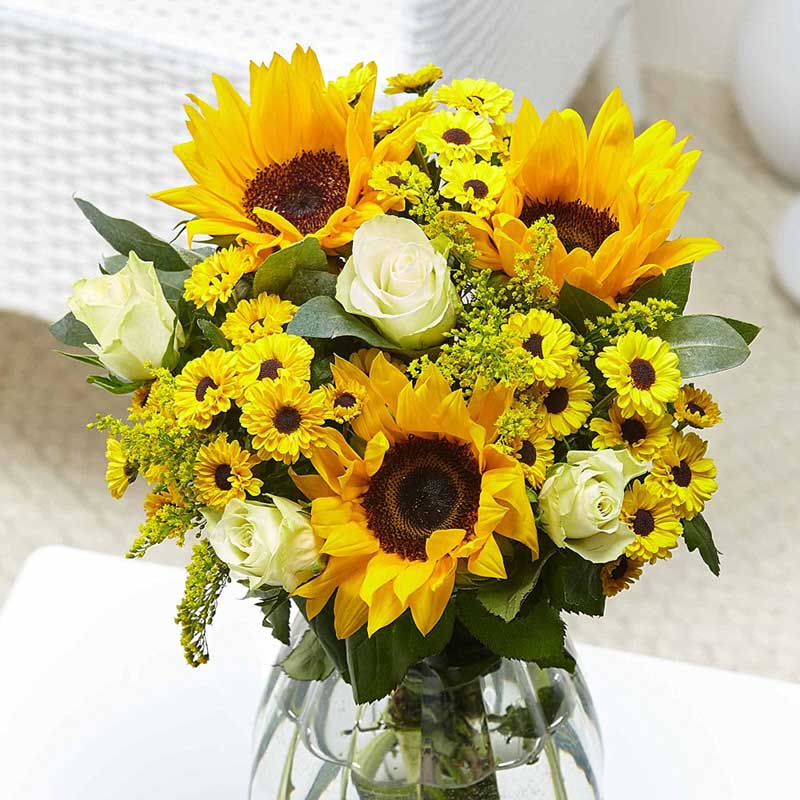Buy her or the couple the Cheerful Smile bouquet of flowers as this anniversary gift.