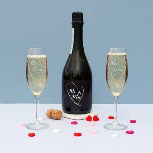 Buy them this Mr and Mrs Prosecco gift set for their anniversary gift