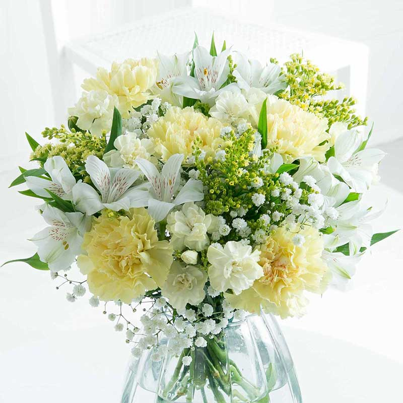 Buy a beautiful bouquet of flowers for an anniversary gift.