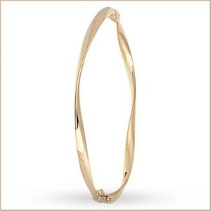 Buy her this gold wave bracelet for this anniversary gift