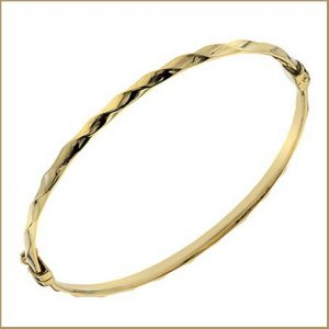 Buy her this half twisted 9ct gold bracelet for this anniversary gift