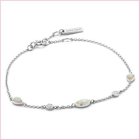 Buy her a opal bracelet for her 21st wedding anniversary gift