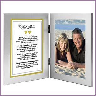 Buy her this Romantic Photo Frame and Soul Mate verse for this anniversary gift