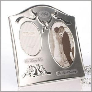 This stunning silver photo frame is the perfect gift for a happy couple celebrating their 25th Wedding Anniversary