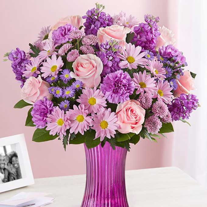 Buy them or her the delightful bouquet for this anniversary gift